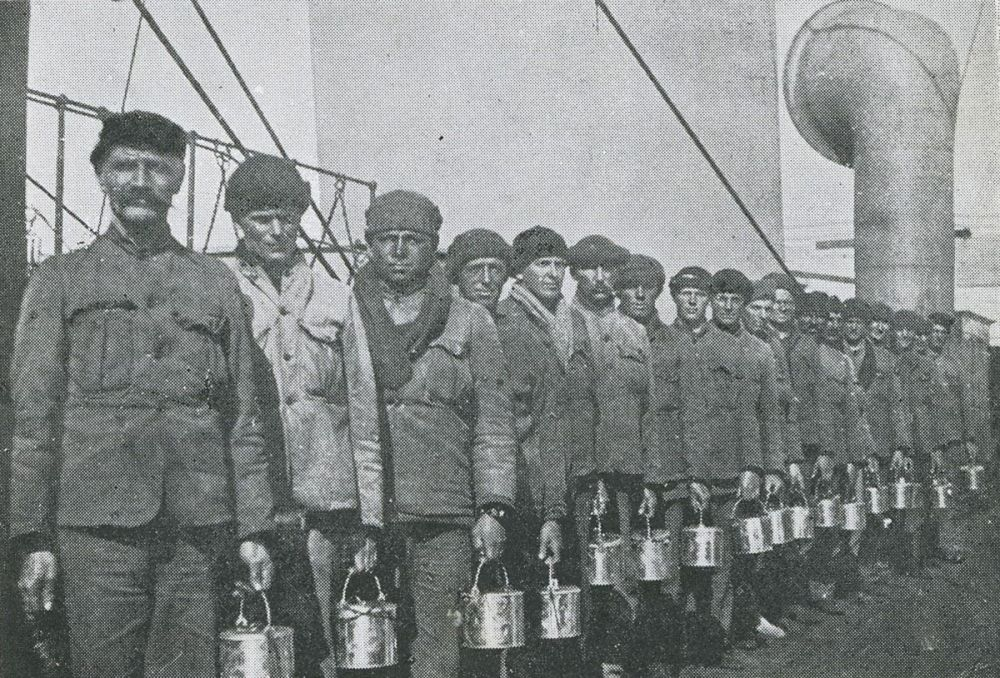 Men of the New Zealand Tunnelling Company on board the troop ship Ruapehu, Christmas Day, 1915.