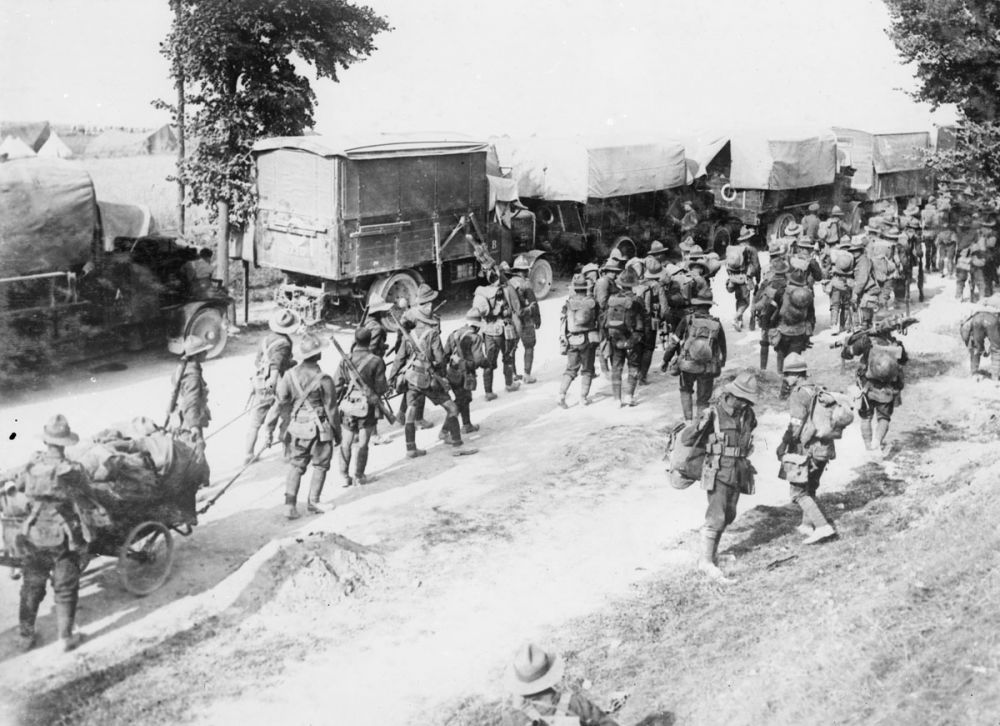 New Zealand soldiers on the Amiens-Albert road, September 1916.