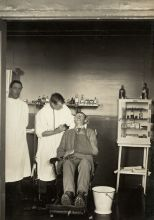 A wounded soldier being treated by a dental surgeon. No.1 New Zealand General Hospital, Brockenhurst, England.