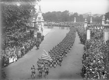 A column of American soldiers march past Buckingham Palace, London 1917.